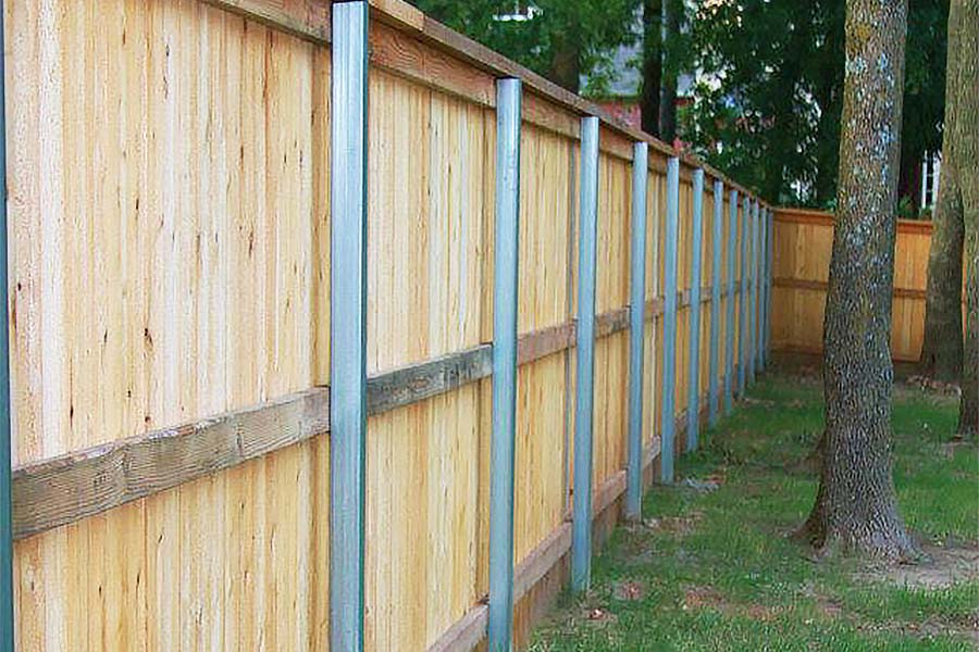 Privacy Fence With Metal Posts (A Better Approach)