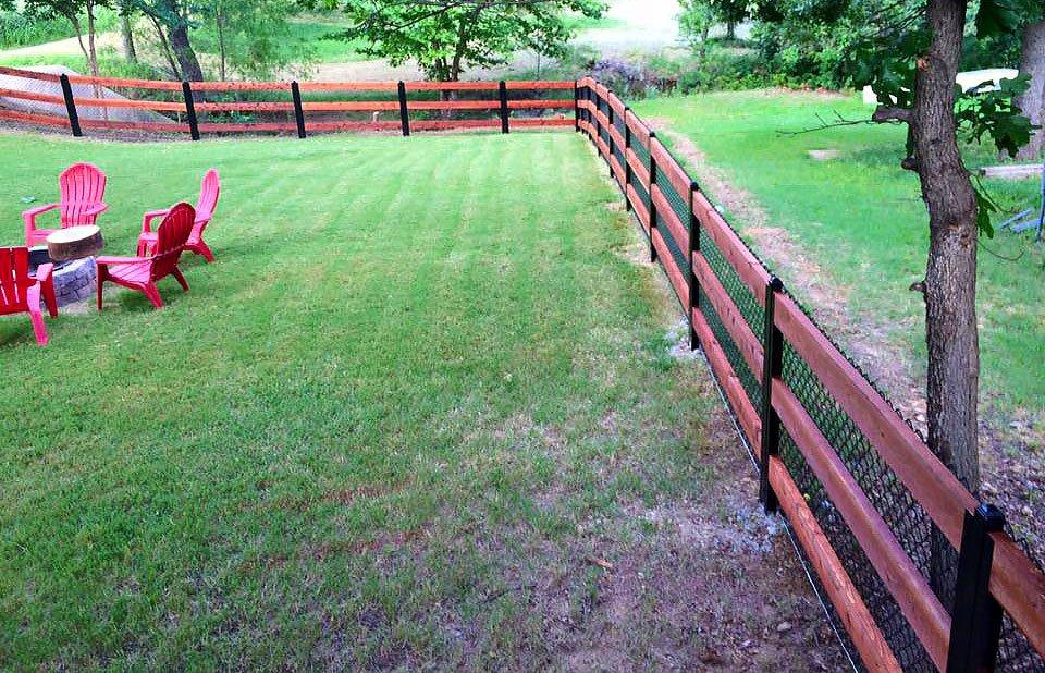 Wood & Chain Link Fence Around Yard